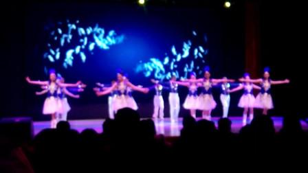长江大学第二届教职工健身舞大赛文理学院表演健身舞--《天使的翅膀》, 《来吧, 冠军》