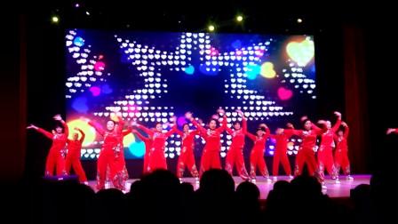 长江大学第二届教职工健身舞大赛后勤集团舞蹈队表演《唱起来, 跳起来》