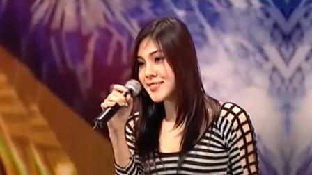 """泰国""""美女""""唱歌, 一人包揽男女声, 网友: 果然是泰国特色"""