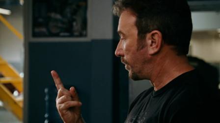 闪电侠失去超能力后, 只剩手指能够快速震动, 只能用来做这件事!