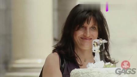 国外恶搞情侣公园结婚, 美女送蛋糕出现意外, 可怜了蛋糕!