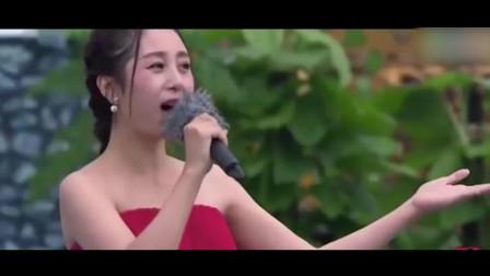 云飞妻子郭津彤又火了, 冒雨为观众献唱一首歌太好听, 火的一塌糊涂