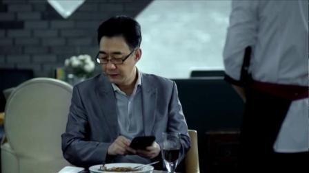 男子吃个饭还挺讲究,服务员把他要求都记下,同事夸他记性好
