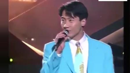 黎明现场版《我来自北京》, 边唱边跳真是太酷了!