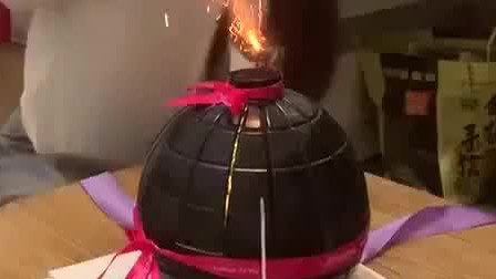 风味人间: 给女朋友买了个网红生日蛋糕, 怎么跟想象的不一样啊?