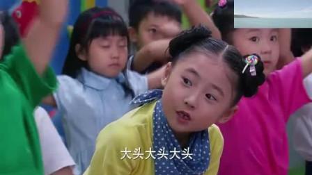 """真人版大头儿子: 老师带学生跳""""小苹果""""舞, 可爱"""
