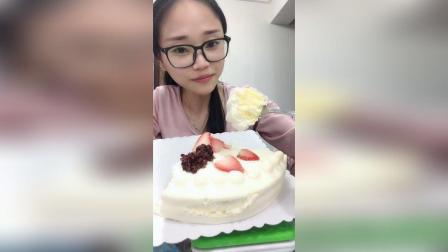 美拍视频: 吃蛋糕。