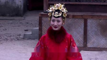 少爷当众被处死,落魄小姐一身红色新娘衣缓缓走来,要和他拜堂!