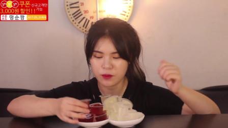 韩国当顺妹妹吃果冻, 一口一个果冻, 吃的真香啊
