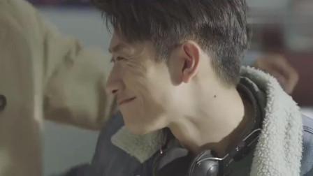 秋水和朋友玩游戏玩到正起劲, 不料赵英男来了, 那场面实在太尴尬
