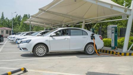 开纯电动车比燃油车省钱吗? 听新能源车车主说完, 原来太想当然了