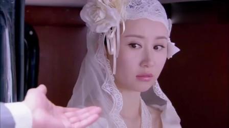 结婚当天丈夫送美女的手链, 让美女惊慌失措, 脸色大变!