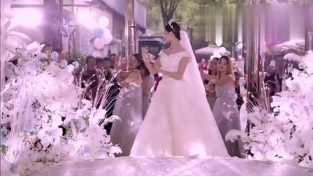 婚礼上, 新娘带领伴娘团秀舞蹈, 跳的真好看