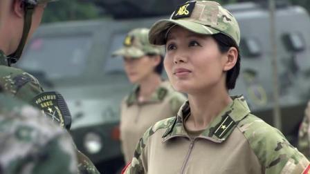 男兵看见教官是女性,对着女教官口出狂言,下一秒他后悔都来不及