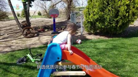 """萌娃搞笑来袭, """"暴揍""""恐龙玩具, 爸妈都看愣了"""