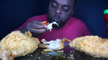 美国黑人吃播大哥, 吃大块脆皮炸鸡, 真香啊