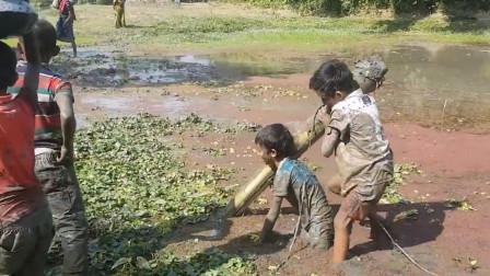 不用出国就能领略异国风情, 孟加拉国的农村孩子, 看着辛酸