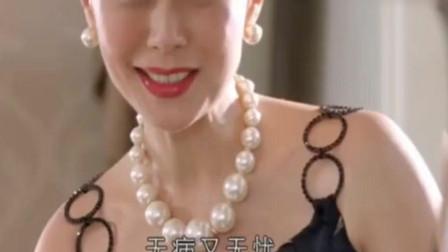 富婆在女儿出嫁的时候 给她梳头喝彩 六次道贺声声感人!
