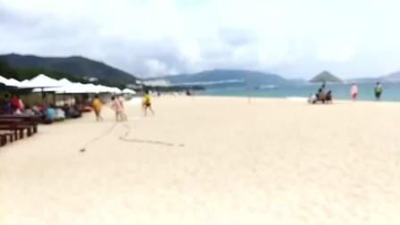 据说这是海南三亚最美的沙滩, 你觉得呢_