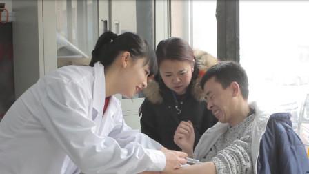 小伙去医院打针, 却被实习护士当成试验品, 整个过程太有趣了