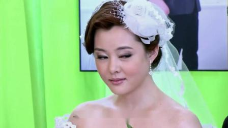 前女友们聚众来渣男婚礼上闹事,给新娘送块牌匾,新娘却面不改色