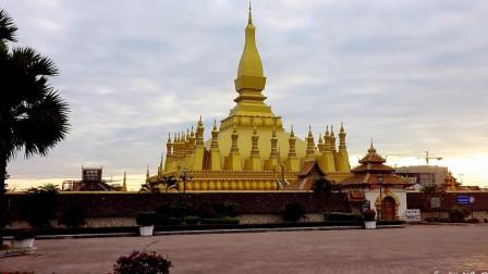 老挝万象塔銮至凯旋门-老挝最热门的旅游景点01