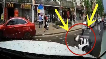 摩托车小伙骑车太过于谨慎, 下一秒画面让人无语了