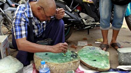缅甸最大的翡翠市场: 珠宝买卖像是摆地摊, 却能让人一夜暴富!