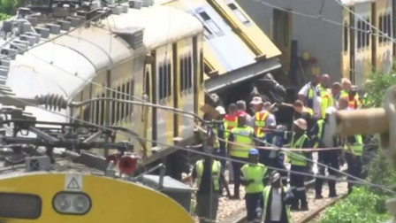 两列火车相撞后出轨 已致4死600余伤