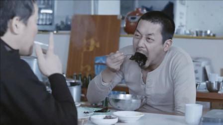 欧巴桑千辛万苦偷渡到韩国, 十来天没吃饭的他, 这吃相谁看谁都饿!