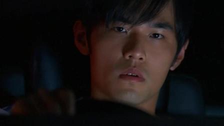 余文乐饰演的专业赛车手竟然被一辆周杰伦的送豆腐车给超了!