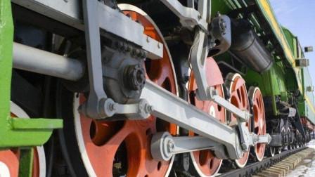 火车底部挂一个摄像头, 带你看看车轮在行驶中的状态, 难得一见