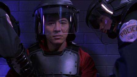 【宇宙追缉令】为了了他的分身, 李连杰必须劫狱