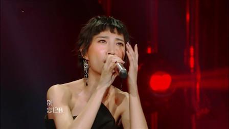 歌手 2018 踢馆歌手霸气来袭,苏诗丁忘情演绎《再见萤火虫》