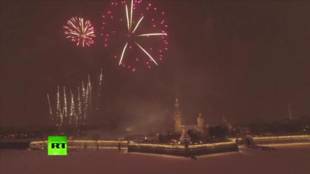 灯光烟花点亮圣彼得堡之夜