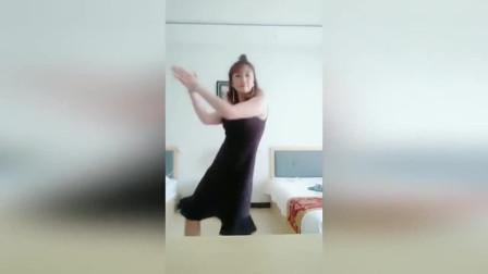 气质老婆酒店里玩尬舞, 一开头就让我不省心!