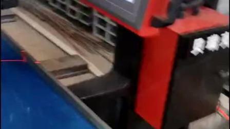 贝瑞克铝板桥架无铆钉铆接机操作