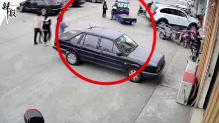 熊孩子误开电动三轮车 失控剐倒女童