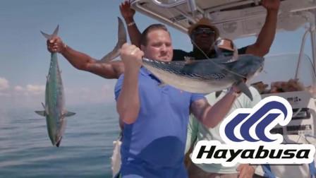 """海钓时两人同时钓获金枪鱼, 这波请鱼上船的""""神操作""""我给满分!"""