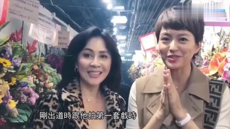 刘德华香港红馆唱圣诞歌, 众星齐助阵, 郑少秋激动鼓掌到双手淤青