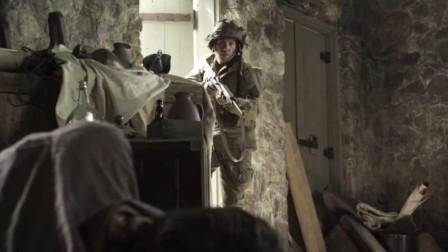 士兵独自搜索房间时受到两人的, 双方搏斗场面精彩刺激