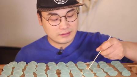 大胃王吃水晶糯米小团子, 晶莹剔透润滑如玉, 网友: 苏打味不敢恭维!