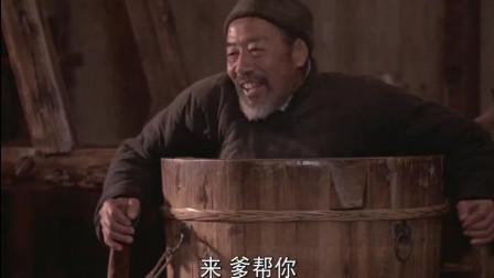 菊豆: 瘫痪老爹溺水身亡, 亲生儿子在一旁淡定目睹却不伸手!