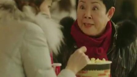 一起用餐吧1: 美女离婚 与老妈在电影院门口吵起来 美食都不吃了