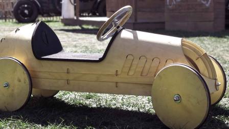 概念版车型? 老大爷DIY微型樟木两厢车, 油光水滑的外观像艺术品!