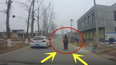未命名_06大叔摇摇晃晃走到视频车主前方, 记录仪拍下荒唐的画面
