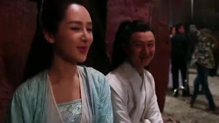 易烊千玺被威胁? 竟说杨紫是剧组最美女演员, 瞧她得意的样子哟!