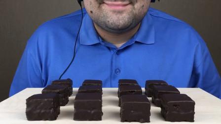 大胃王吃国外流行的巧克力蜂蜜糕,颜值低却很美味,网友:真想尝尝