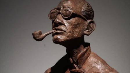参观中国美术馆木雕艺术作品