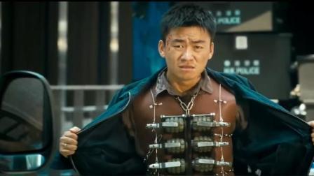 《火龙对决》王宝强全身绑满炸弹, 大街上炸的粉身碎骨